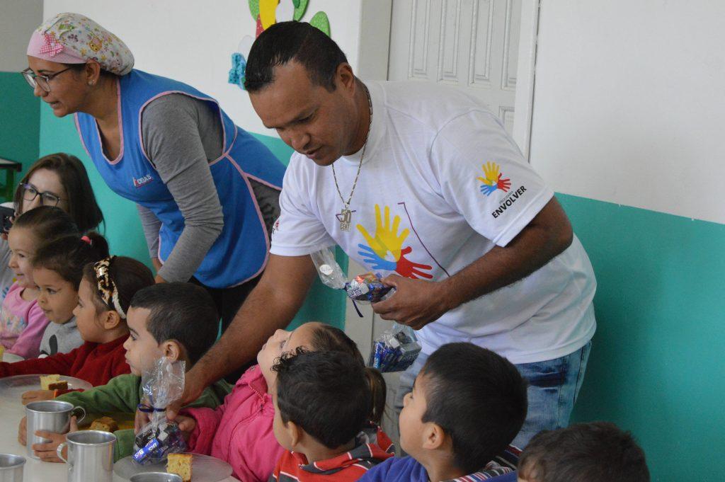 Colaboradores da Adami realizam ação social de Páscoa
